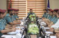 شرطة الفجيرة تناقش قرارات وزارية تنظيمية