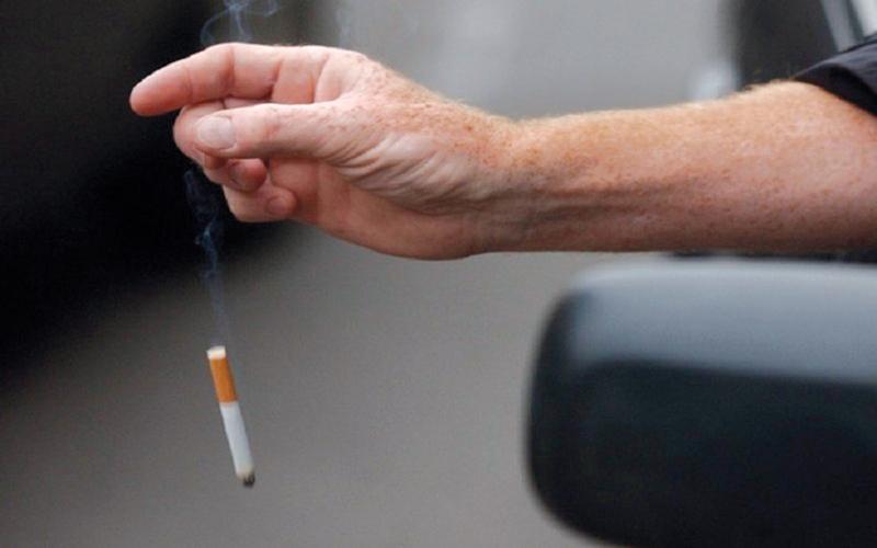 1000 درهم و6 نقاط عقوبة رمي السيجارة من المركبة