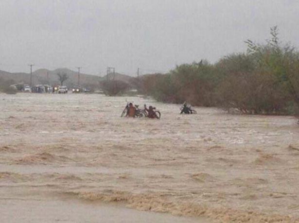 وفاة 14 شخصا جراء موجة من العواصف والأمطار في باكستان