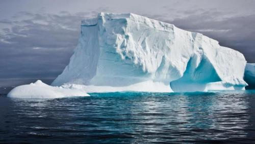 «بيئة أبوظبي»: نقل كتل جليدية إلى الإمارات يحتاج لدراسة علمية