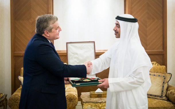 رئيس الدولة يمنح السفير الفرنسي وسام الاستقلال من الطبقة الأولى