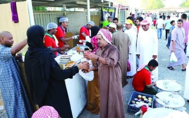 سوق الفجيرة الرمضاني وجهة الصائمين قبيل الإفطار