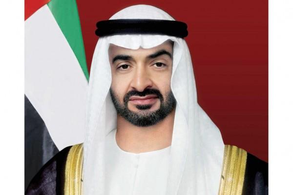 محمد بن زايد يستقبل موظفي ديوان ولي العهد