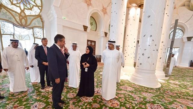 عبد الله بن زايد ووزير خارجية ألمانيا يزوران جامع الشيخ زايد