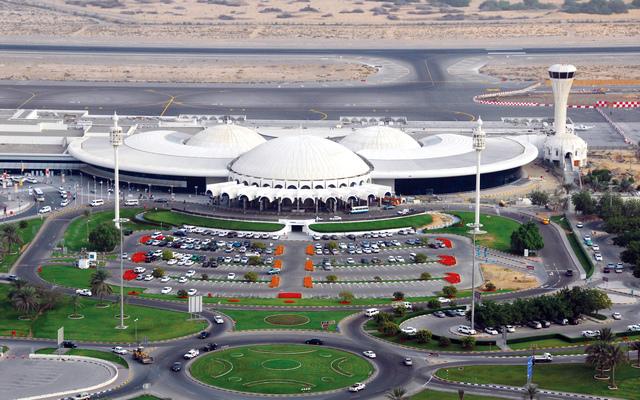 مطار الشارقة الدولي يوقع اتفاقيتين تجاريتين لتشغيل مبنى جديد للطيران الخاص