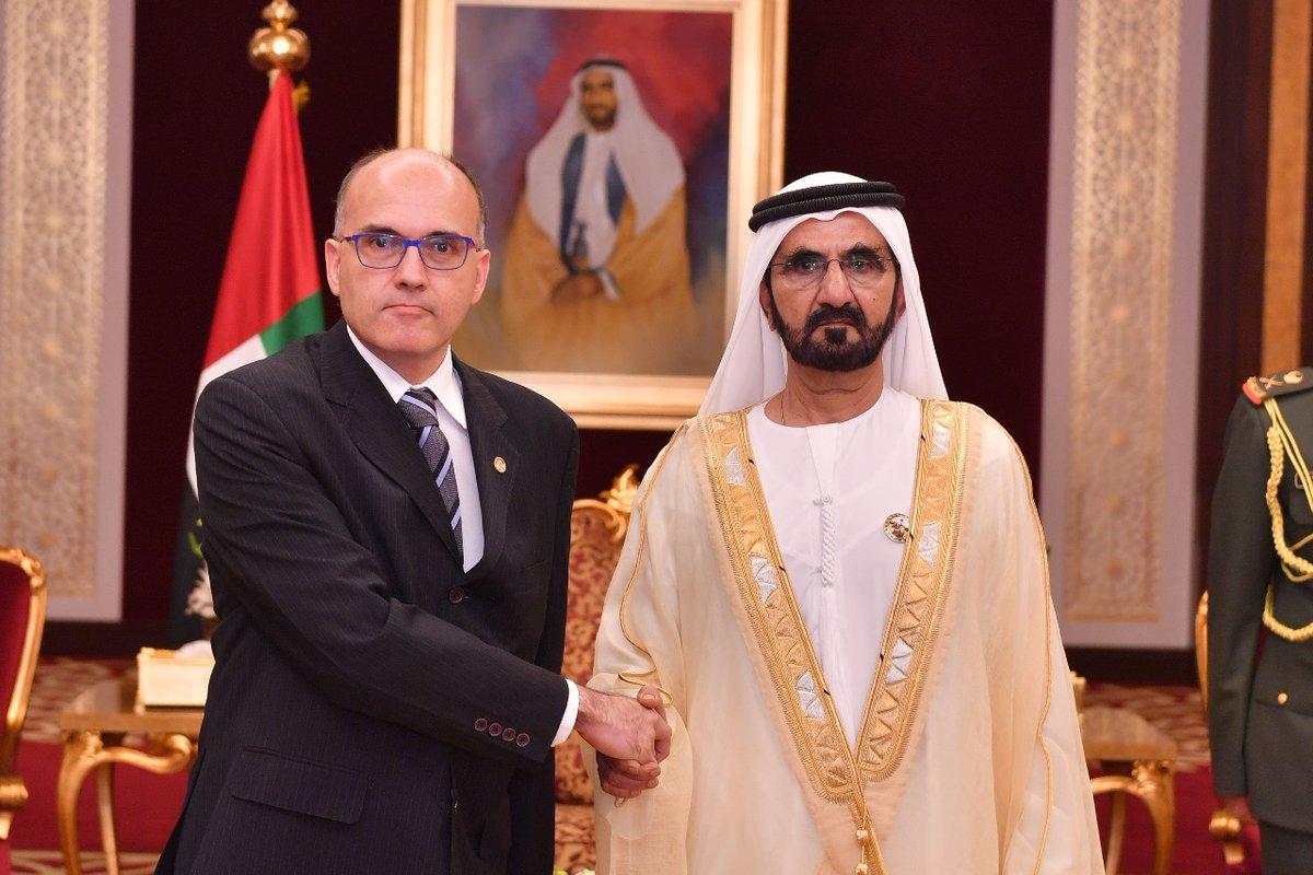 محمد بن راشد يتسلم أوراق اعتماد عدد من السفراء