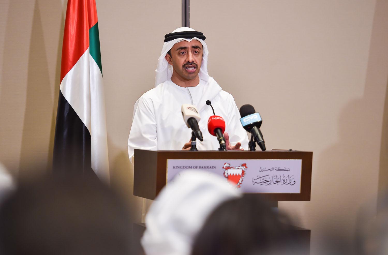عبدالله بن زايد: حريصون على المواطن القطري في كل الخطوات