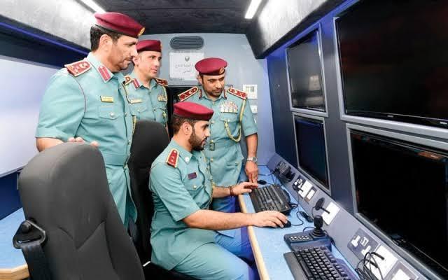 «الداخلية» تزود «الدفاع المدني» بغرفة عمليات متحركة