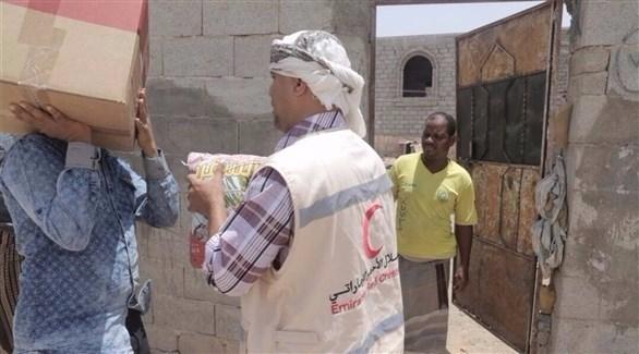 «الهلال» توزع مساعدات إغاثية عاجلة في اليمن