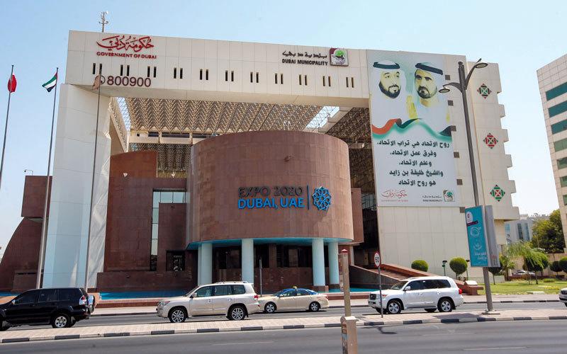 بلدية دبي توقف إصدار بطاقات الصحة المهنية الأحد القادم