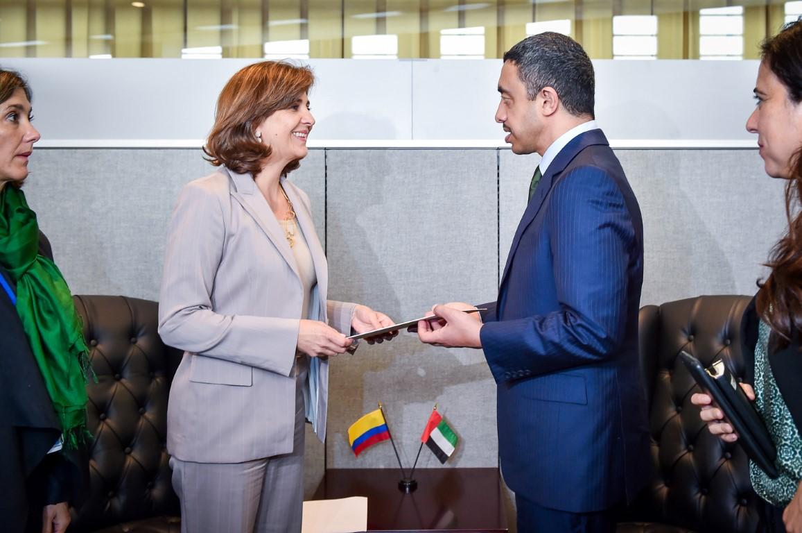 محمد بن راشد يبعث رسالة خطية إلى رئيس كولومبيا
