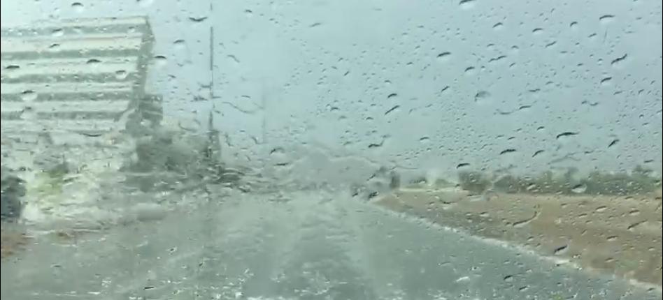 أمطار غزيرة مصحوبة بحبات البرد على بعض مناطق الفجيرة