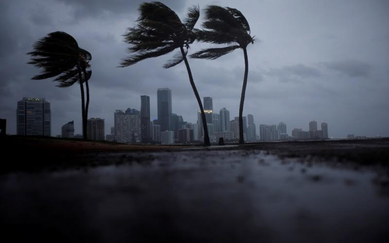فلوريدا تحت رحمة «إيرما» وسكانها ينزحون بما تيسر