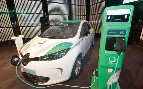 شحن السيارات الكهربائية ورسوم المواقف والتسجيل مجاناً في دبي