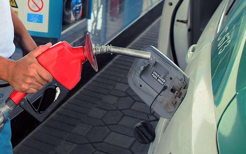قريبا في دبي .. دفع قيمة تعبئة الوقود عن طريق الهواتف الذكية