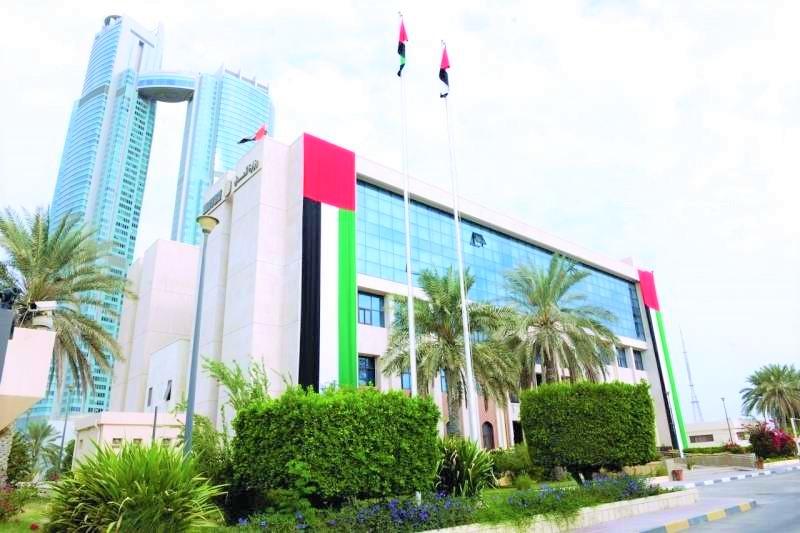 إلزام مكاتب المحاماة بتوظيف الخريجين المواطنين