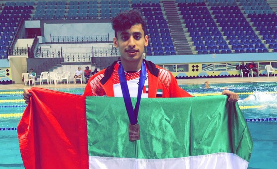 الإمارات تحرز الميدالية الأولى في عربية السباحة
