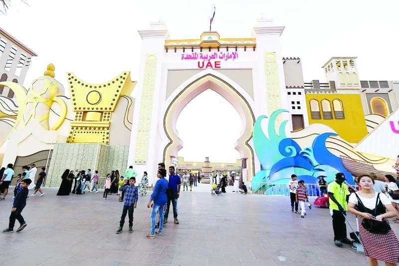 الجناح الإماراتي في القرية العالمية واجهة تراثية عملاقة
