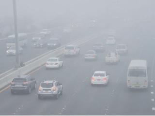 وقف حركة السير على طريق الشاحنات ومنع مرور الحافلات في أبوظبي