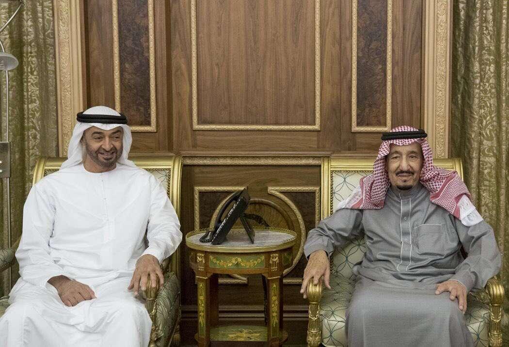 محمد بن زايد يجري مباحثات في الرياض مع العاهل السعودي