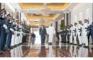 محمد بن زايد يتقدم مودعي الرئيس المصري لدى مغادرته البلاد
