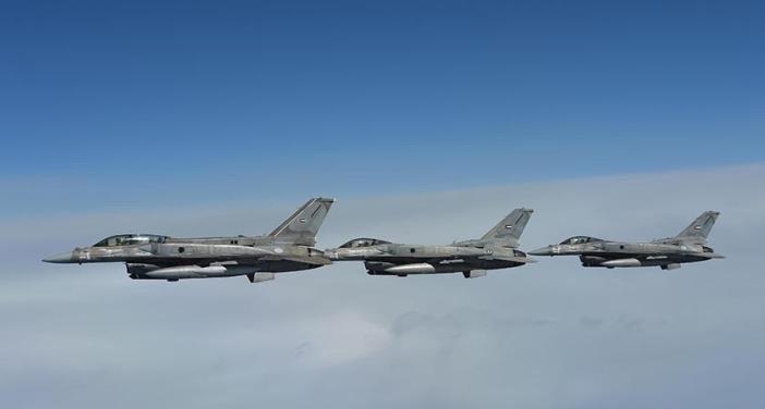 بإسناد من القوات المسلحة الإماراتية..تدمير آليات ومخازن أسلحة تابعة للحوثيين