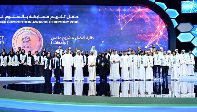 محمد بن راشد يكرم الفائزين في مسابقة