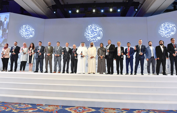 محمد بن راشد يكرم الفائزين بجائزة الصحافة العربية