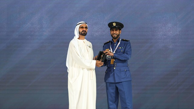 محمد بن راشد يكرم الفائزين بجوائز