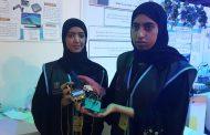 طالبتان تبتكران قفازاً لمساعدة أصحاب الهمم