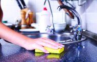 ضرورة استبدال إسفنجة المطبخ أسبوعياً للوقاية من الجراثيم