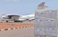 وصول أول طائرة إغاثة إماراتية إلى سقطرى تحمل 40 طنا من المساعدات الإنسانية والغذائية لسكان الأرخبيل