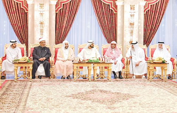 محمد بن راشد: الإمارات بقيادة خليفة تسير على نهج الوسطية والاعتدال والتسامح