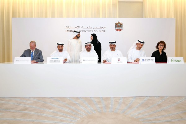 محمد بن راشد يطلق منصة الإمارات للمختبرات العلمية