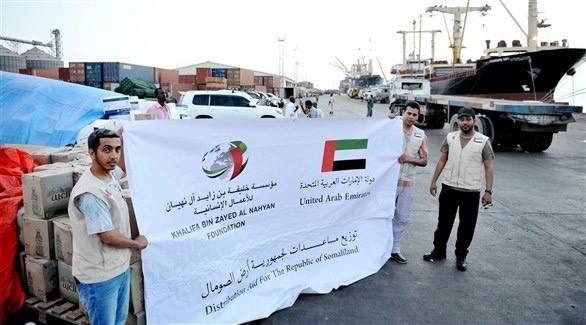 وصول سفينة مساعدات اماراتية الى ميناء كيسمايو لاغاثة الشعب الصومالي