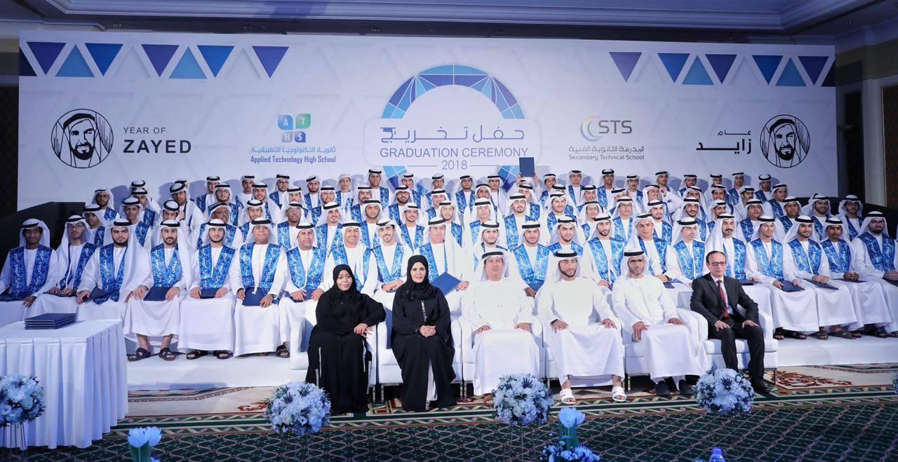 عبد الله الشرقي يشهد حفل تخريج طلاب ثانوية التكنولوجيا التطبيقية والمدرسة الثانوية الفنية بالفجيرة
