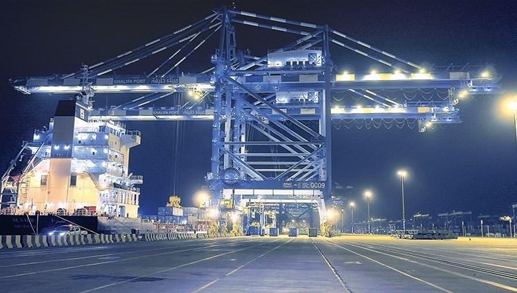 الإمارات تتصدر دول المنطقة في حركة الشحن بين الشرق والغرب