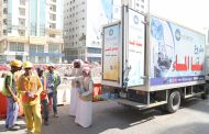 «الفجيرة الخيرية» توزع 5 آلاف عبوة مياه مبردة على العمال