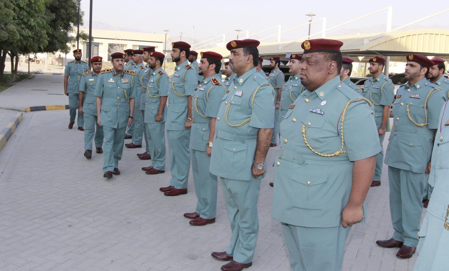 قائد عام شرطة الفجيرة يتفقد إدارة المرور والدوريات