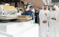 محمد بن زايد يواصل زيارة الأجنحة المشاركة في معرض