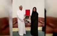 حاكم الفجيرة يتسلم نسخة من رسالة الدكتوراة للباحثة مريم اليماحي