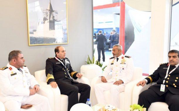 قائد القوات البحرية يستقبل عددا من ضيوف معرض آيدكس