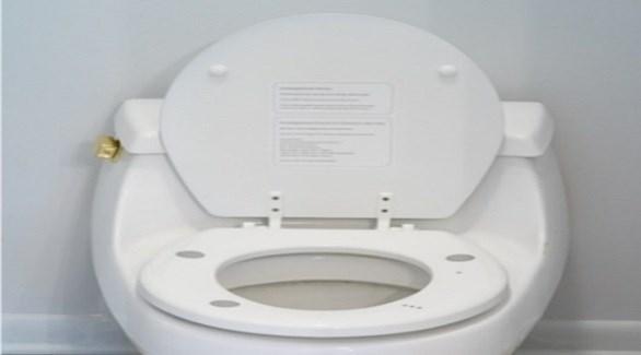 مقعد مرحاض ذكي يحمي من فشل القلب