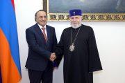 كاثوليكوس عموم الأرمن يشيد بالتسامح الديني في الإمارات