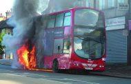 سائق يضرم النار في حافلة تقل أطفالاً