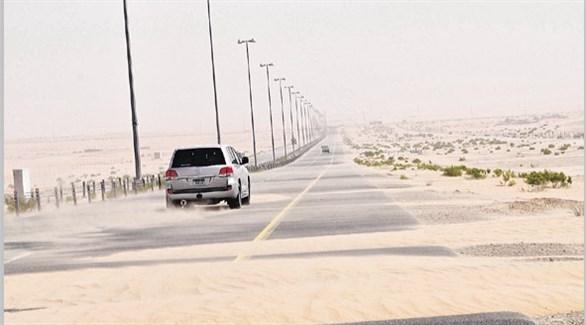 زحف الرمال على الطرق إشكالية تواجه السائقين ومطالب بحلول فاعلة