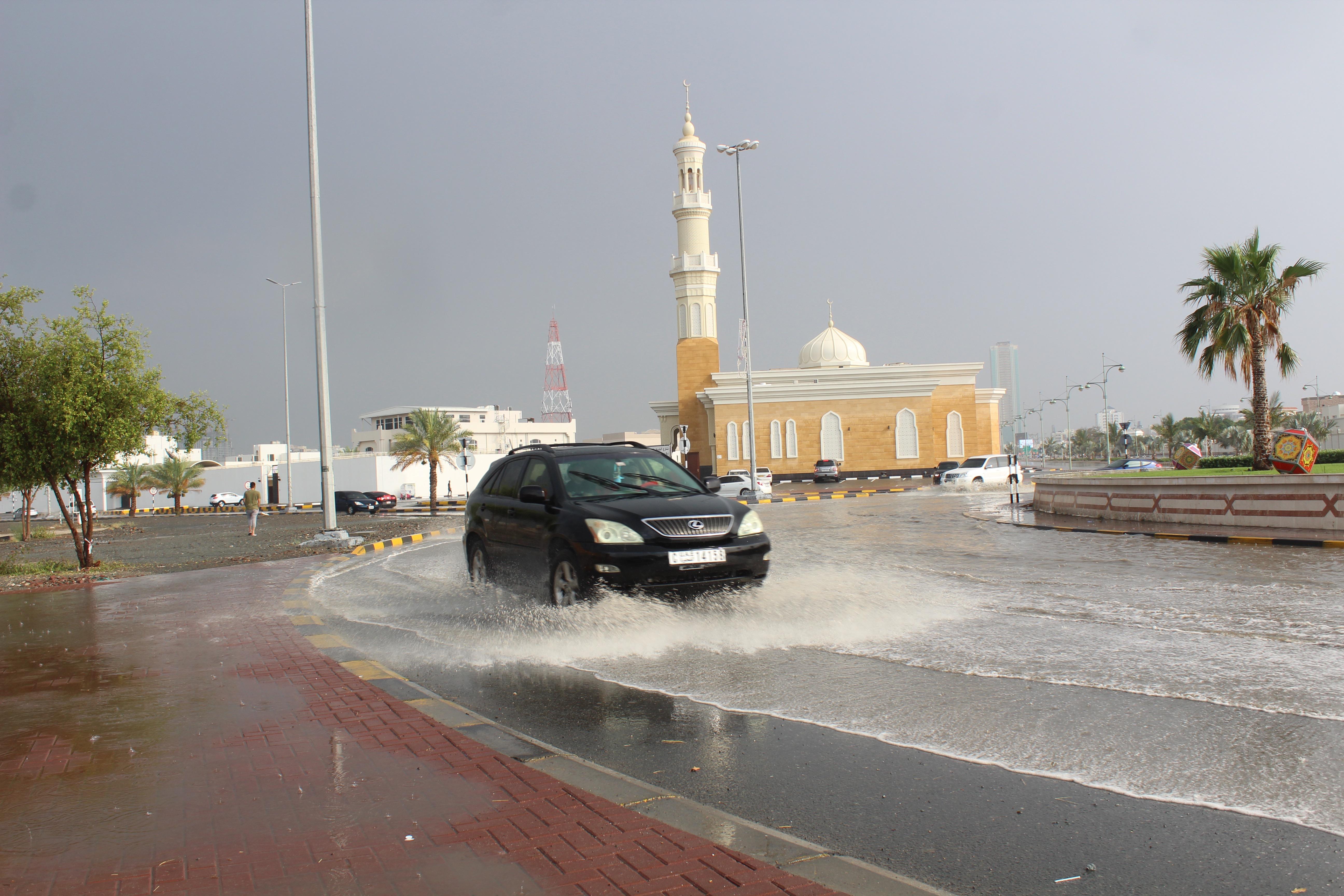 هطول أمطار الخير على الفجيرة