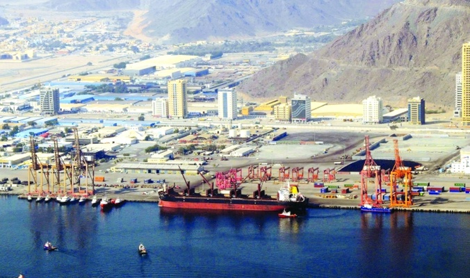 المكتب الإعلامي لحكومة الفجيرة ينفي صحة التقارير الإعلامية التي تتحدث عن انفجارات قوية هزت ميناء الفجيرة الإماراتي