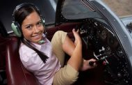 بطلة تايكواندو.. ولدت من دون ذراعين وتقود طائرة بقدميها