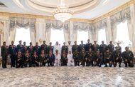 محمد بن زايد يقلد عددا من الضباط المشاركين في مهام الواجب